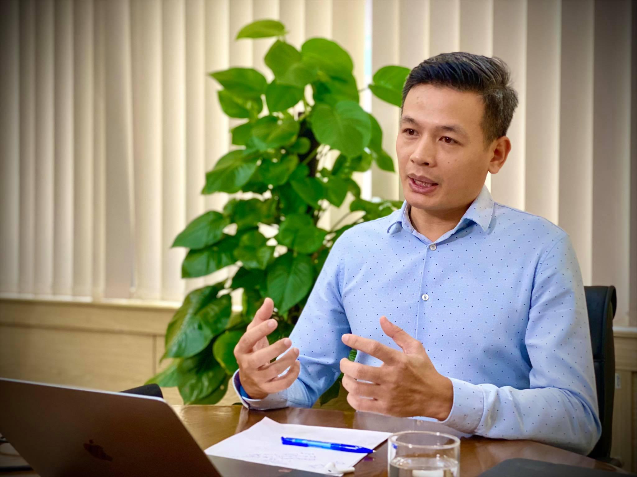 Ông Vũ Anh Tú - Giám đốc công nghệ Tập đoàn FPT giới thiệu về sản phẩm eCovax, liệu pháp giúp doanh nghiệp vượt dịch.
