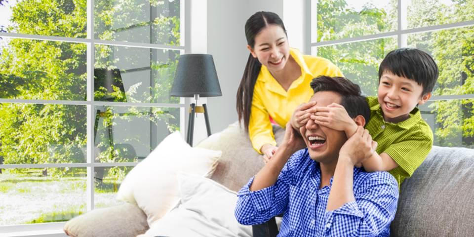 Con cái luôn là tài sản quý giá nhất của cha mẹ, vì vậy, việc đầu tư bảo hiểm để đảm bảo tương lai cho con luôn là điều cần thiết. Ảnh: Sun Life Việt Nam