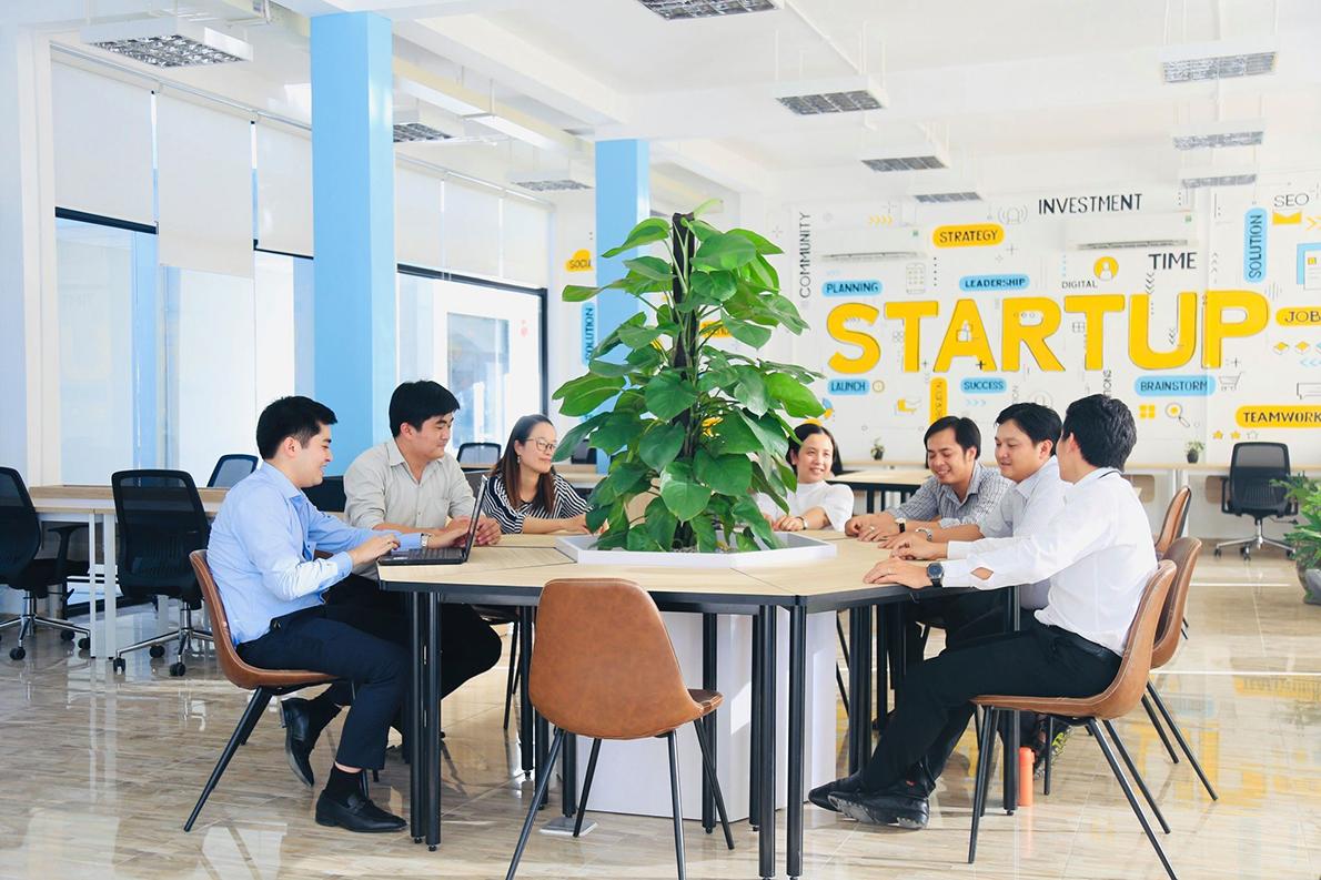 Không gian làm việc chung tại Trung tâm sáng kiến cộng đồng và hỗ trợ khởi nghiệp tỉnh (BIIC). Ảnh: BIIC