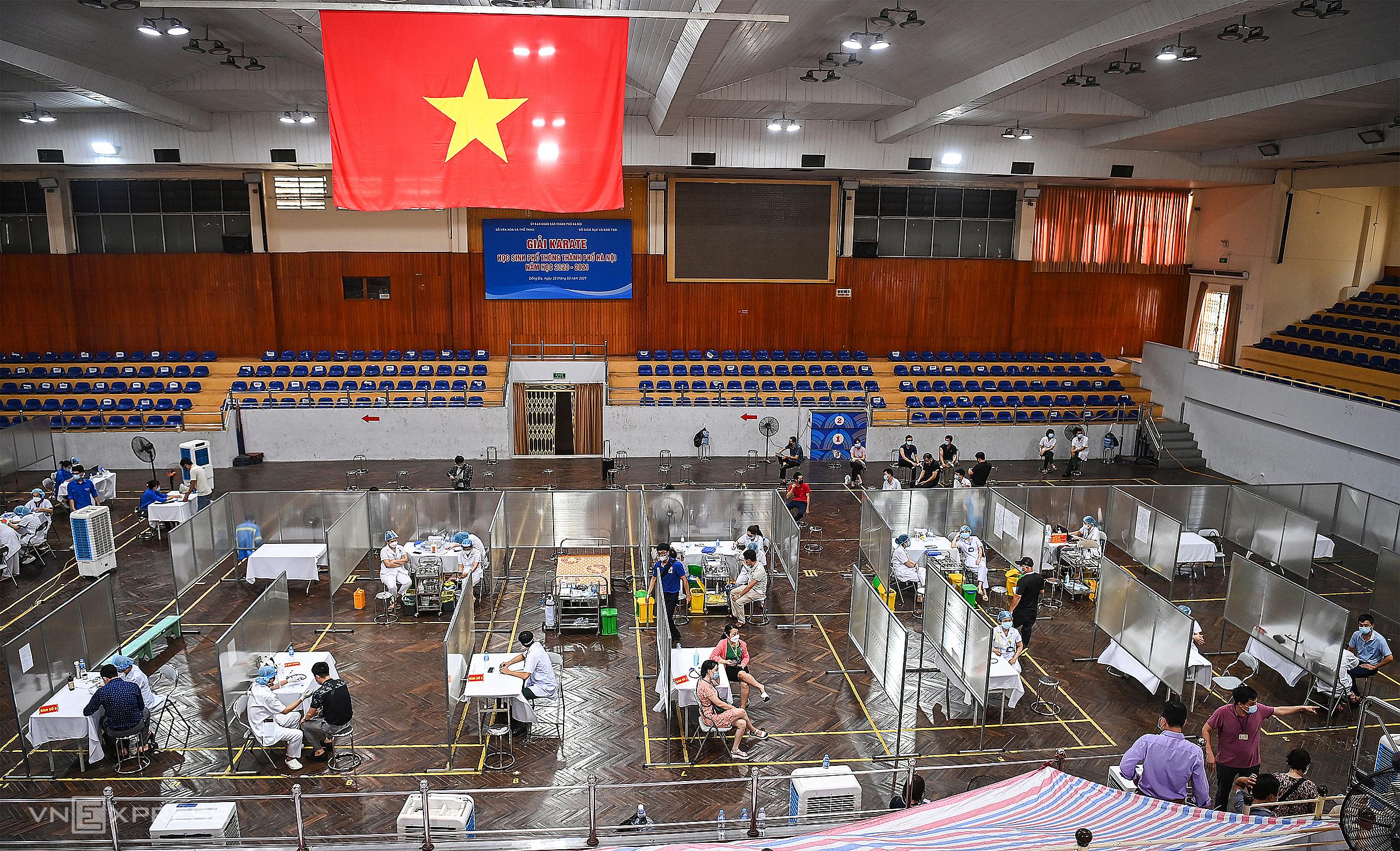 Tiêm vaccine Covid-19 diện rộng cho người dân tại Hà Nội ngày 4/8. Ảnh: Giang Huy