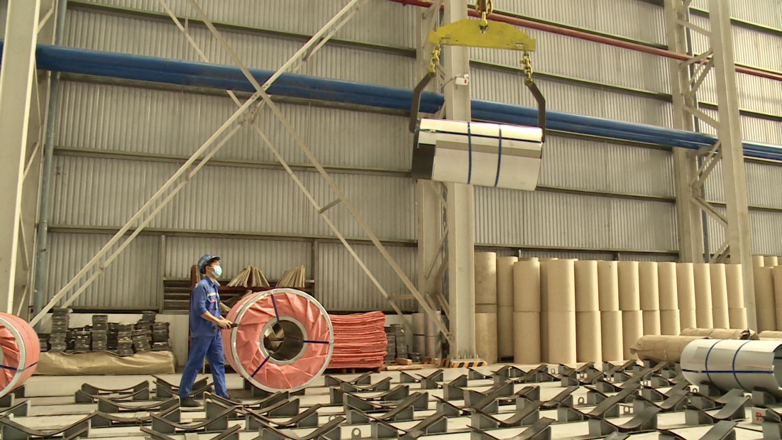 Sản xuất tại Công ty Cổ phần Tôn Đông Á.