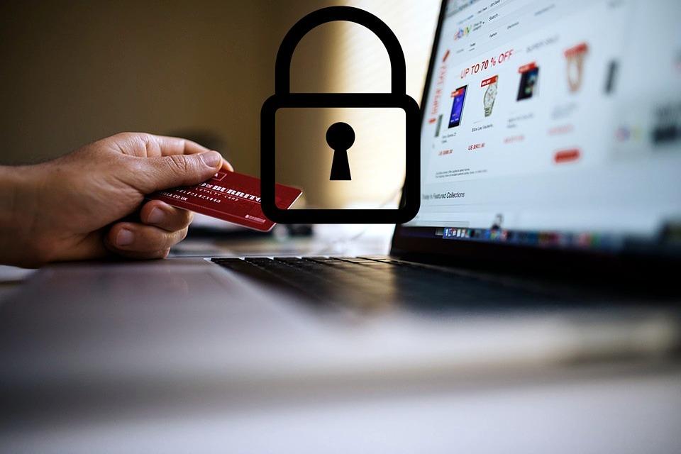 Nên đặt các mật khẩu khác nhau cho các tài khoản mua sắm. Ảnh: Pixabay