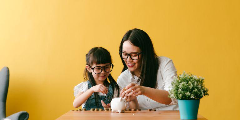 Gửi tiết kiệm ngân hàng là phương án đầu tư an toàn, ít rủi ro.