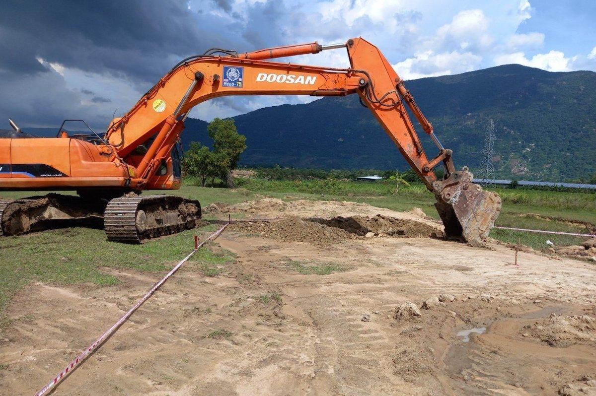 Vị trí móng 213 đường dây 500 kV Vân Phong - Vĩnh Tân được các nhà thầu thi công. Ảnh: EVNNPT