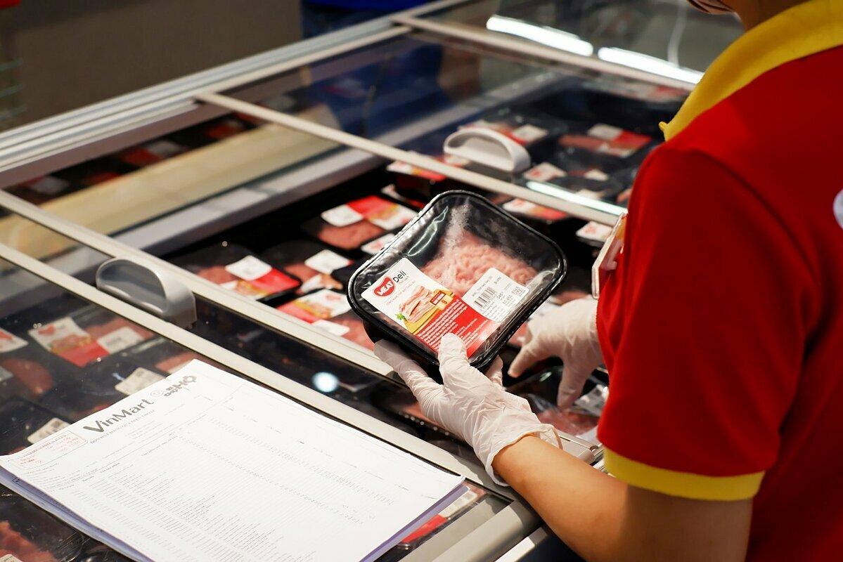 Thịt mát MeatDeli được bán tại siêu thị VinMart. Ảnh: MML