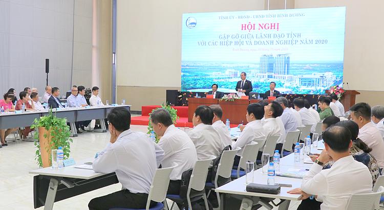 Quang cảnh hội nghị gặp gỡ giữa lãnh đạo tỉnh với các hiệp hội và doanh nghiệp năm 2020. Ảnh: Tiểu My/Báo Bình Dương.