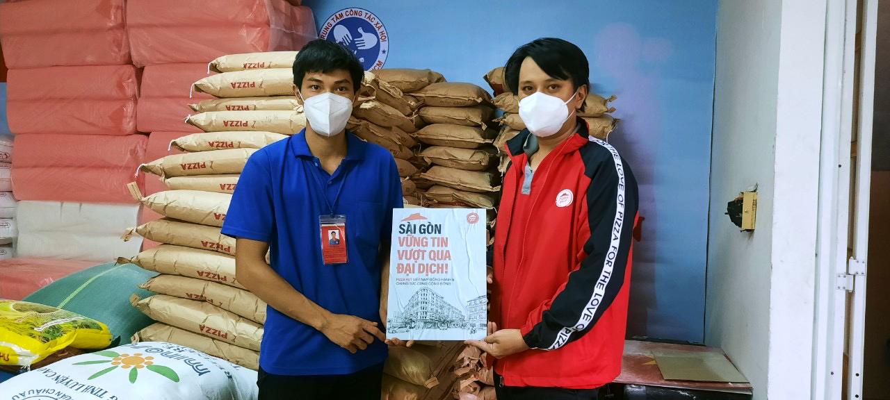 Nhân viên của công ty tham gia hoạt động chống dịch của Pizza Hut và vẫn được đảm bảo trả lương.