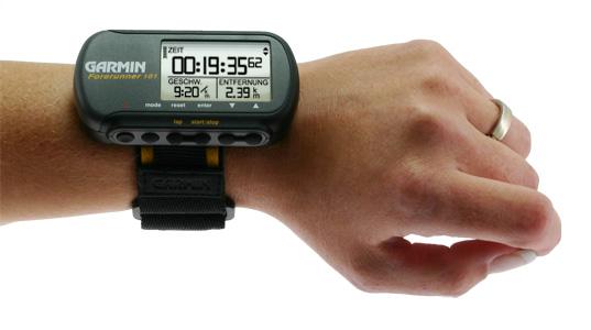 Forerunner 101- thiết bị luyện tập GPS đeo cổ tay đầu tiên thế giới, ra đời năm 2003