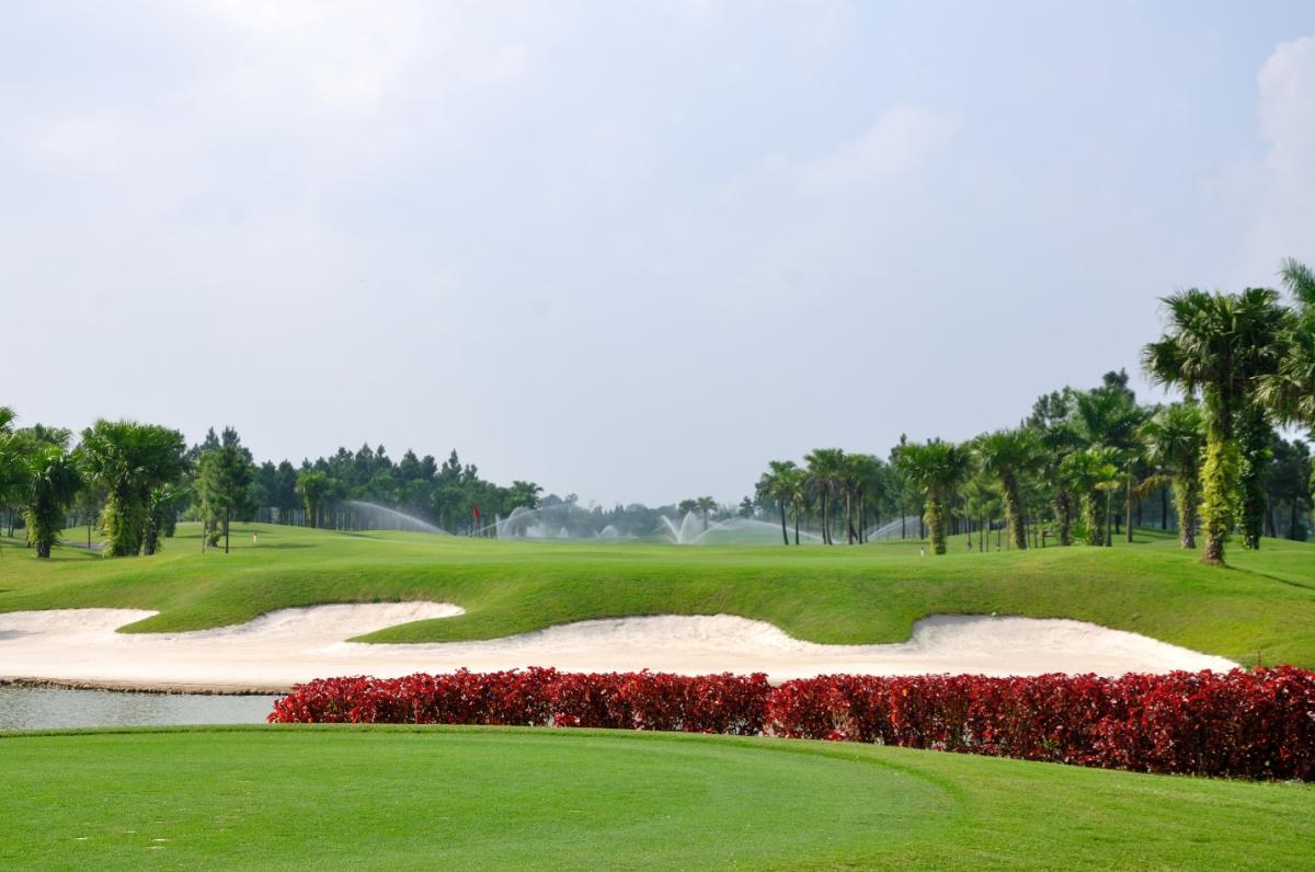 Sân golf Heron Lake thuộc Times Garden Vĩnh Yên Residences.