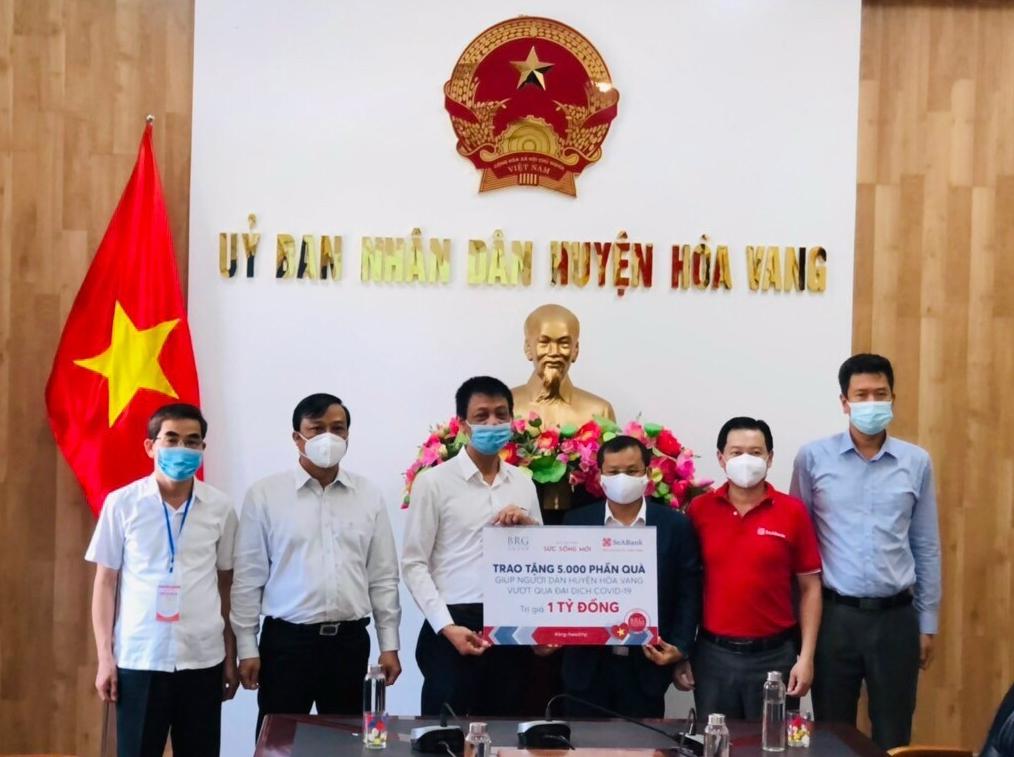 Lương thực và nhu yếu phẩm thiết yếu trị giá 1 tỷ đồng được trao cho người dân huyện Hòa Vang, Đà Nẵng.