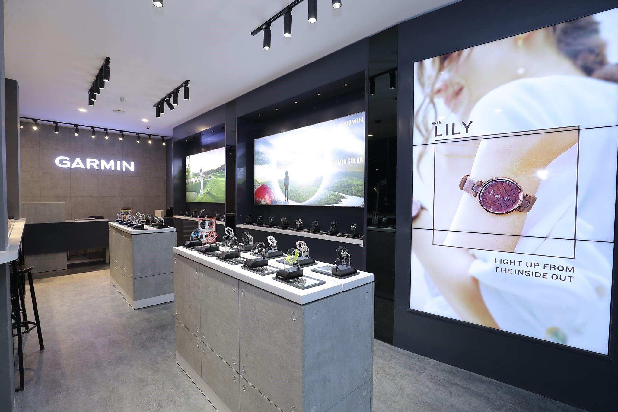 Cửa hàng thương hiệu Garmin đầu tiên ở Việt Nam, đặt tại Hà Nội.