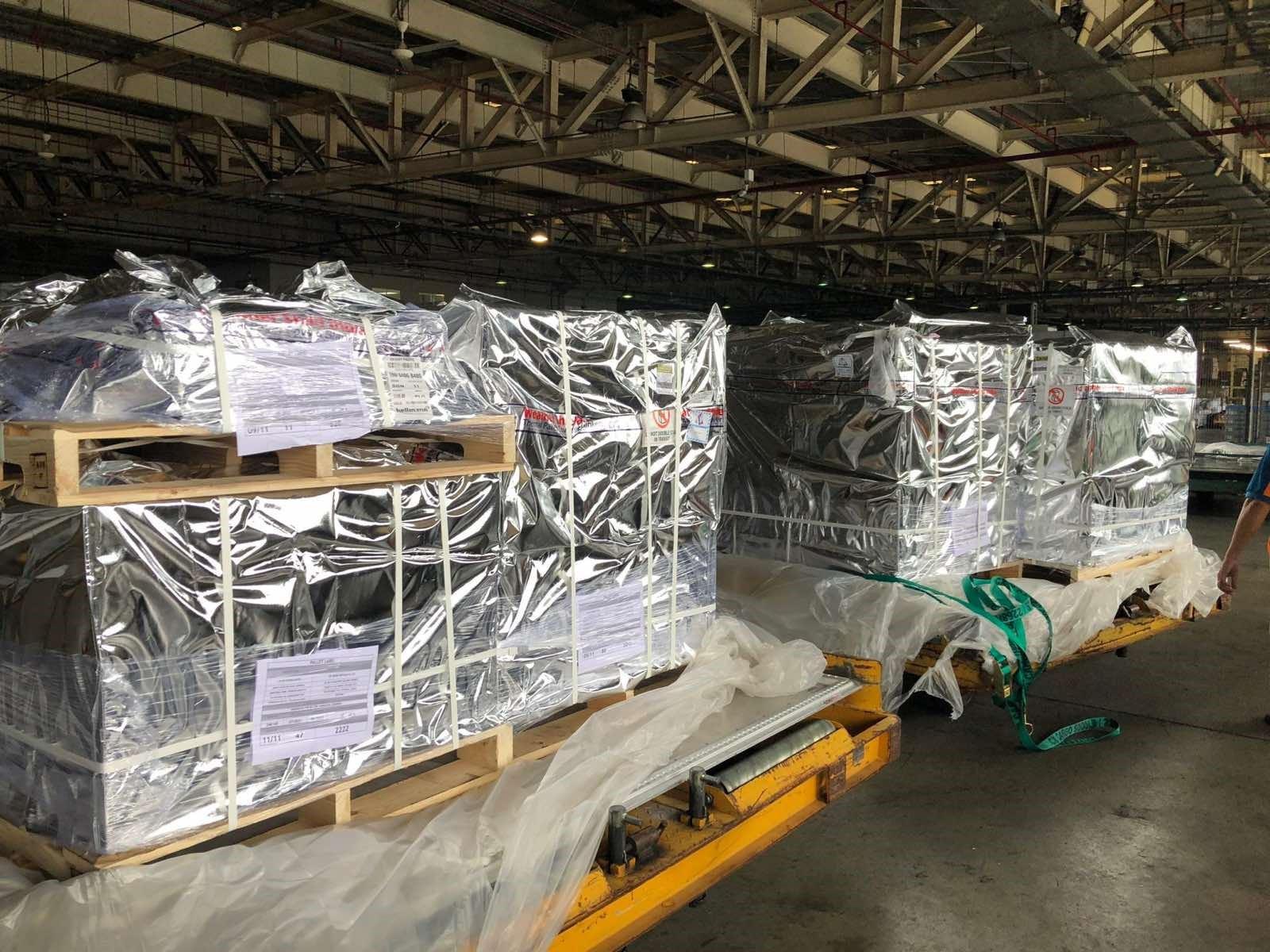 Phần lớn trong lô 100.000 lọ thuốc đặc trị Covid -19 đã về đến sân bay Tân Sơn Nhất ngày 29/8.