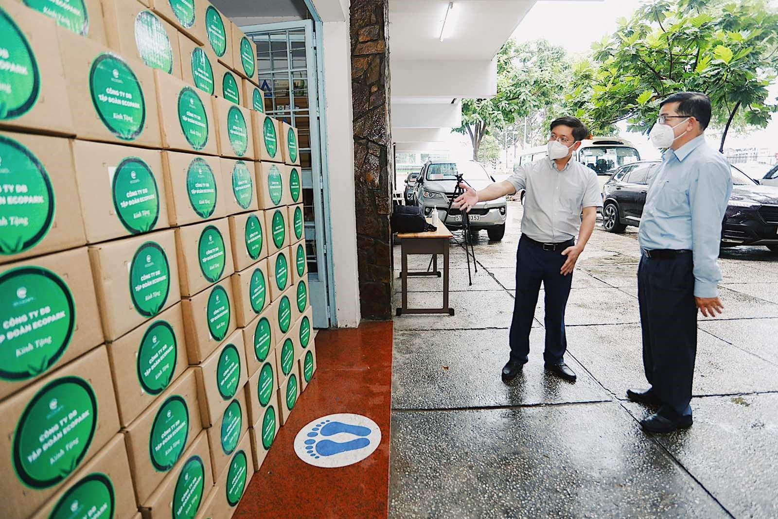 Lô thuốc Remdesivir được Ecopark  trao tặng TP. Hồ Chí Minh.