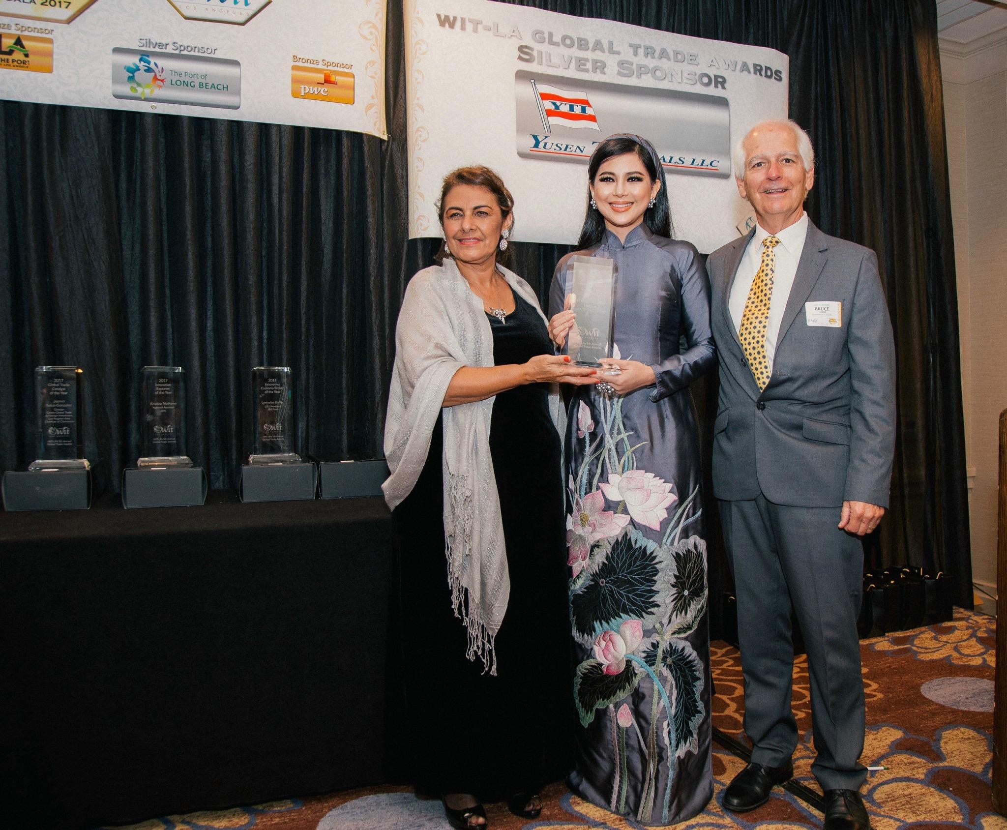 Bà Lê Hồng Thuỷ Tiên từng nhận nhiều giải thưởng từ các tổ chức, đối tác nước ngoài.