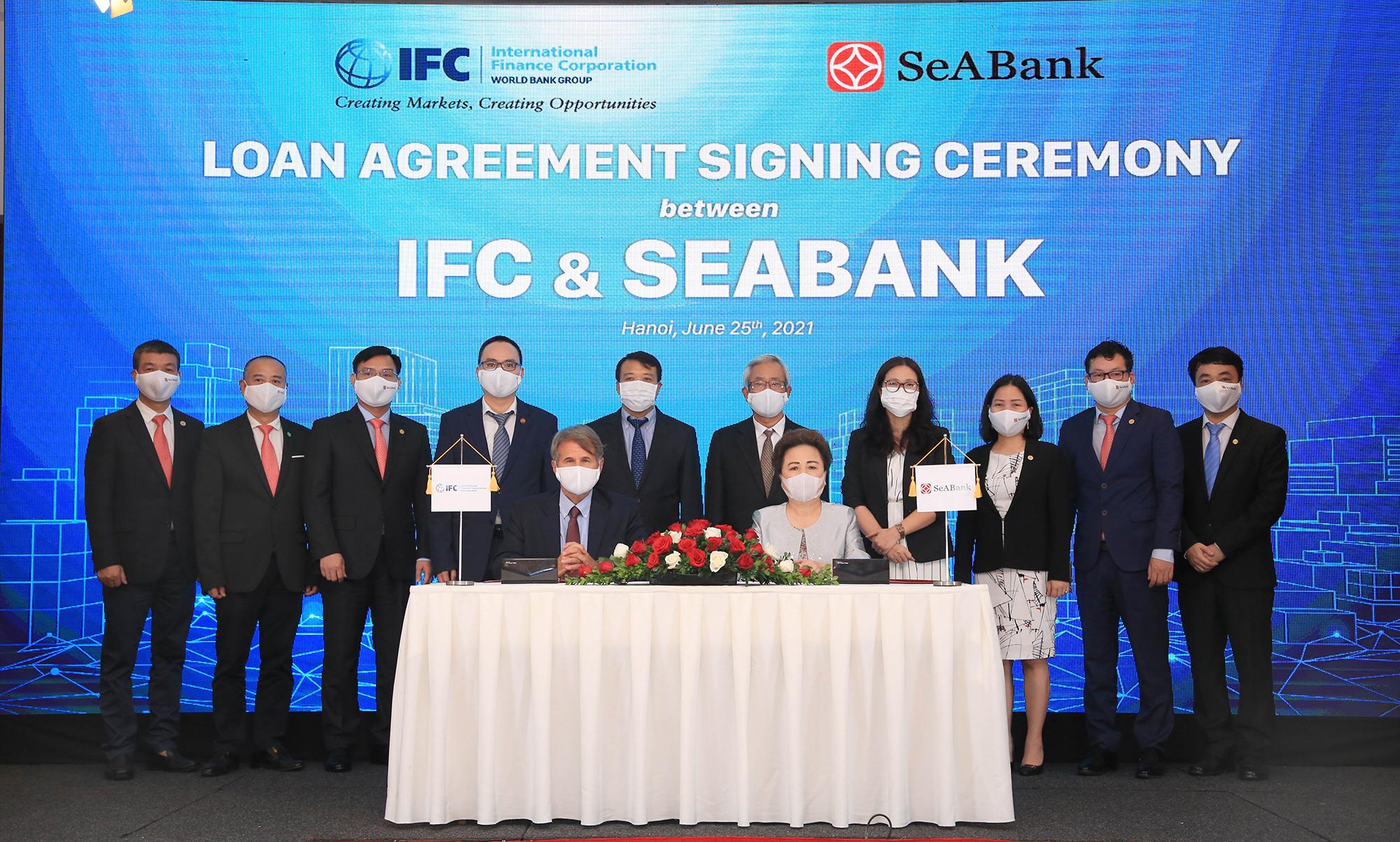 Lễ ký kết hợp tác giữa IFC và SeABank. Ảnh: SeABank