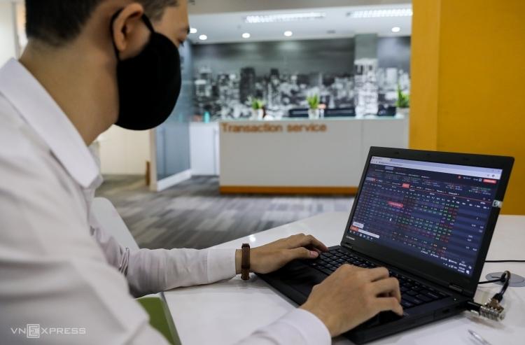 Cổ phiếu ngành nào tăng mạnh sau đỉnh dịch?