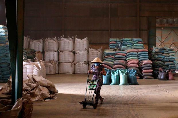 Một kho trữ cà phê ở Việt Nam vào năm 2019. Ảnh: Reuters