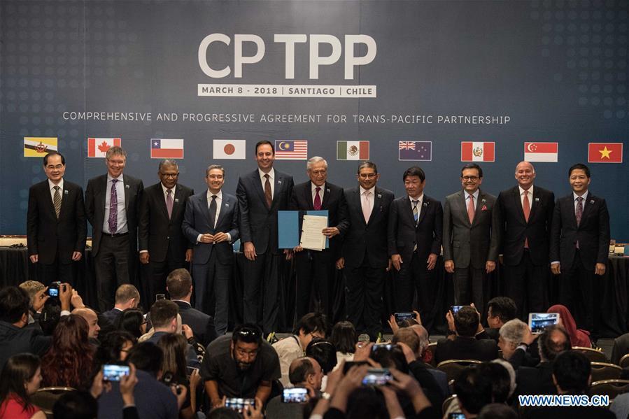 Đại diện các nước thành viên CPTPP chụp hình lưu niệm rong lễ ký kết hiệp định ở Santiago, Chile vào tháng 3/2018.Ảnh: Xinhua