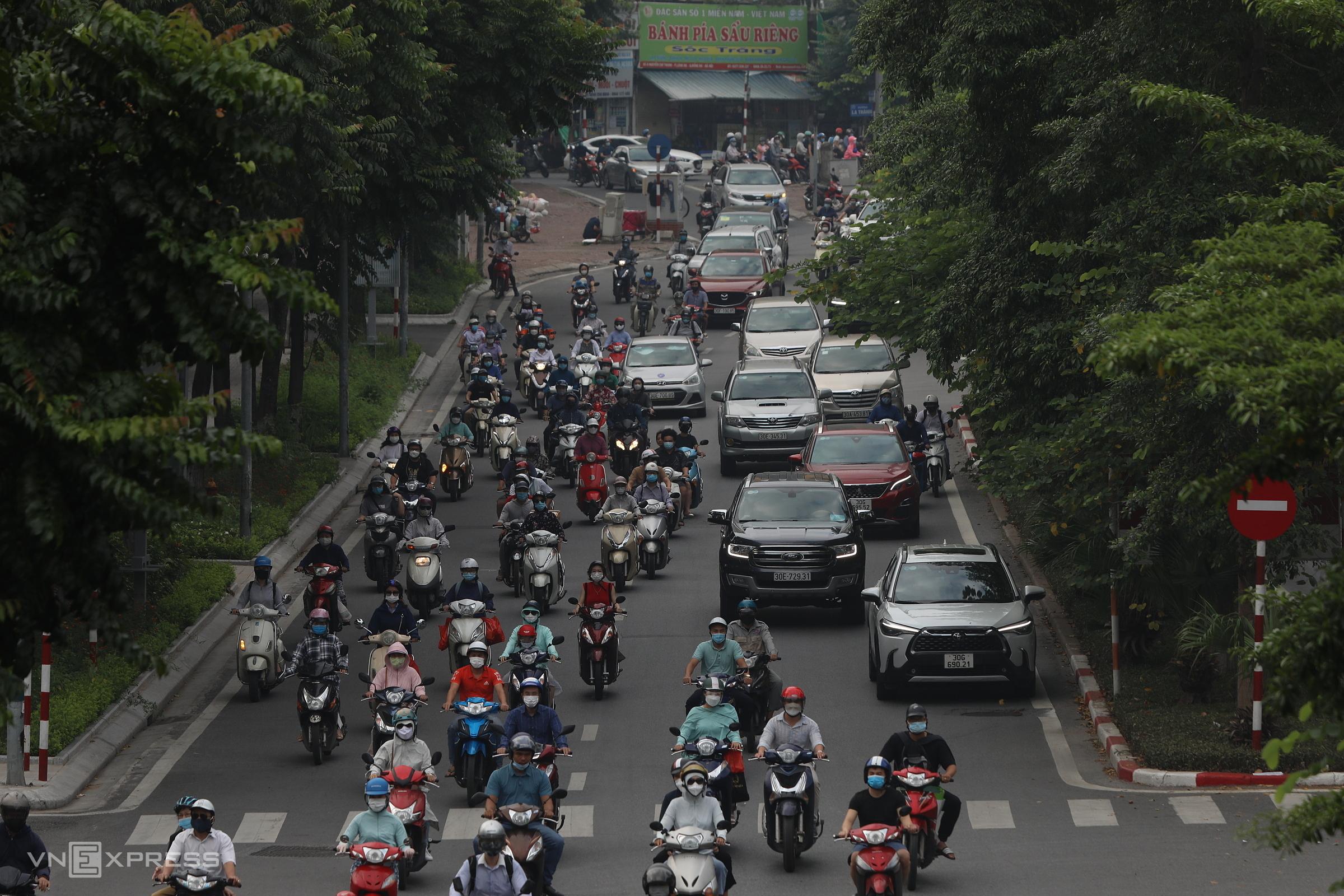 Đường Nguyễn Chí Thanh, Hà Nội nhộn nhịp trở lại ngày 21/9. Ảnh: Ngọc Thành