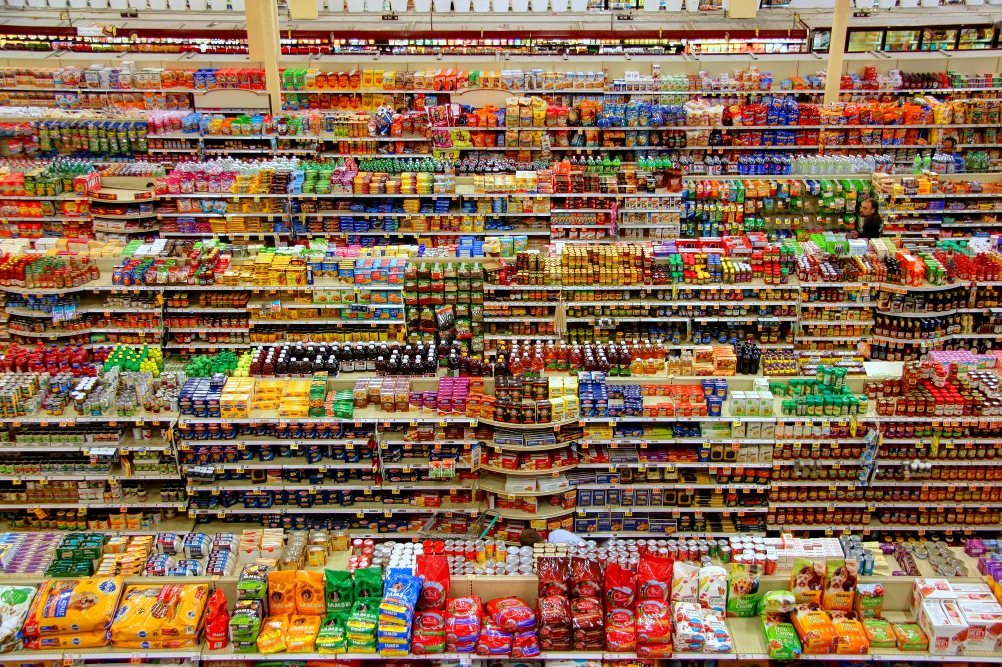 Vấn đề tắc nghẽn chuỗi cung ứng, vận chuyển khó khăn khiến các nhà bán lẻ đang ra sức tích trữ hàng tồn kho. Ảnh: Unsplash