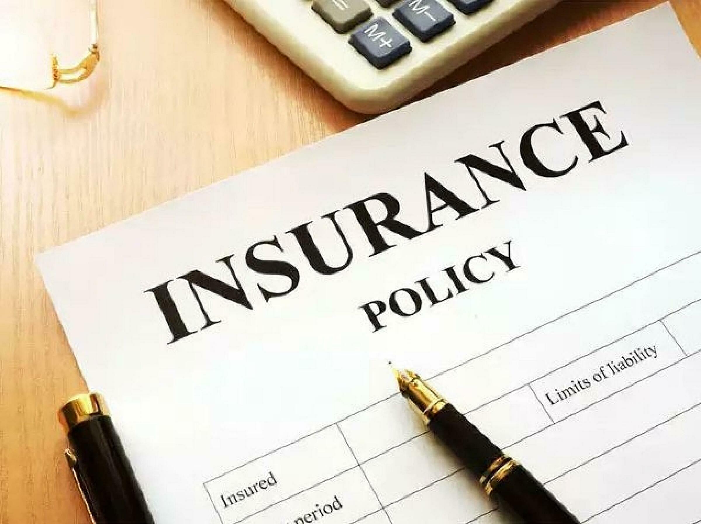 Ảnh: Cần tìm hiểu kỹ Luật Kinh doanh bảo hiểm trước khi tham gia để tránh bị vô hiệu hợp đồng đáng tiếc. Ảnh: The Economic Times.