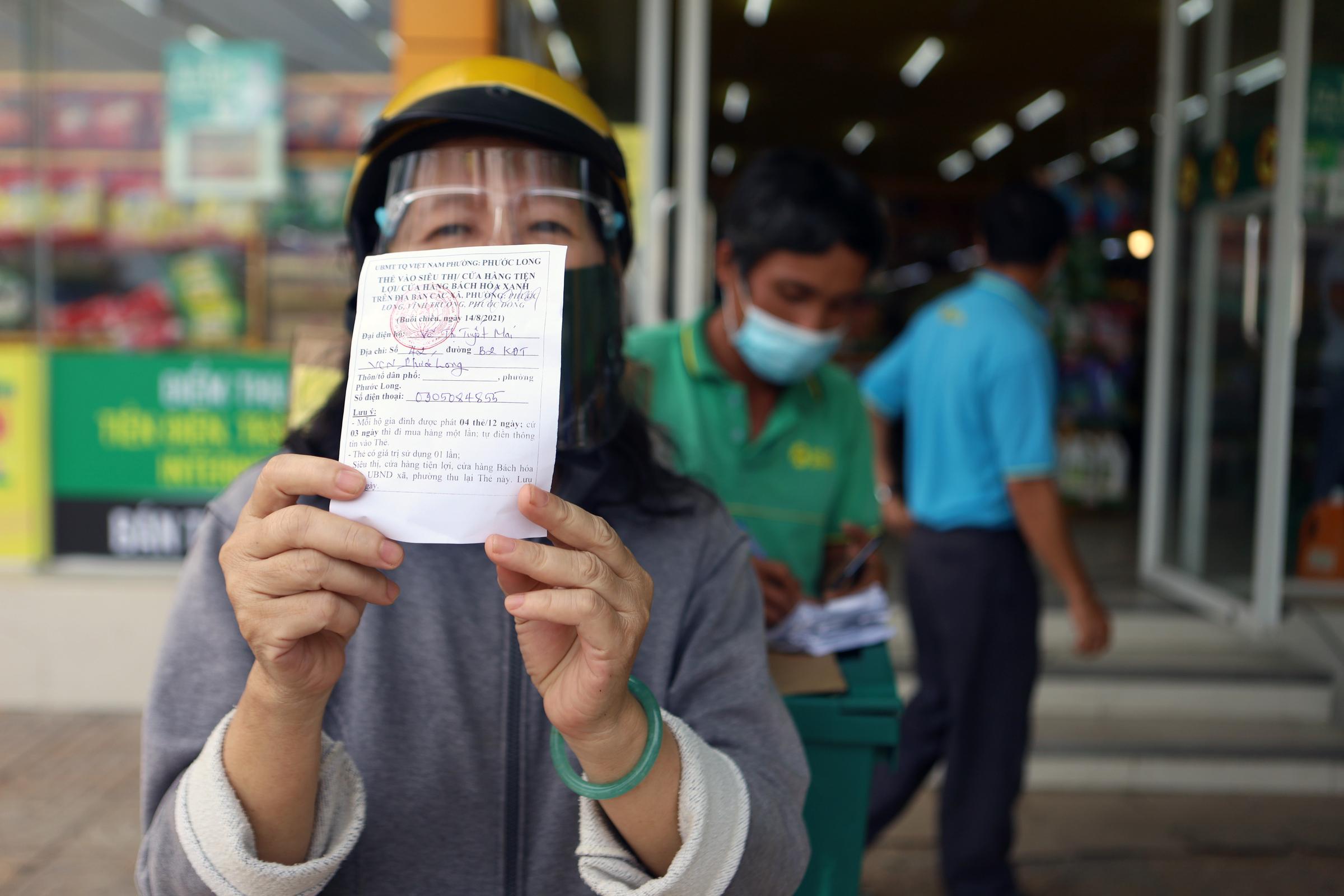 Người dân đi chợ tại Bách Hóa Xanh ở TP Nha Trang (Khánh Hoà), ngày 14/8. Ảnh: Xuân Ngọc