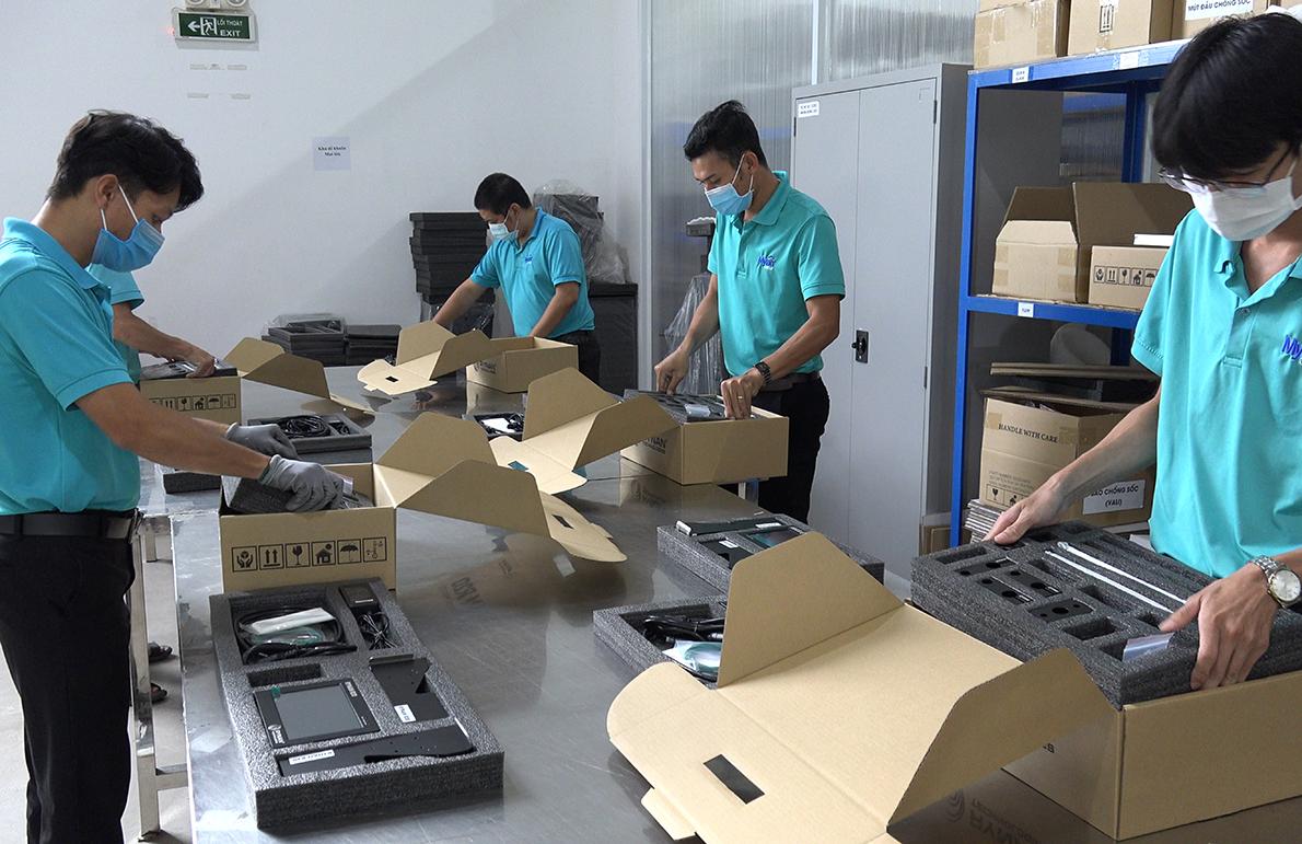 Công nhân Mỹ Lan Group trong phân khu đóng gói sản phẩm. Ảnh: Mỹ Lan Group