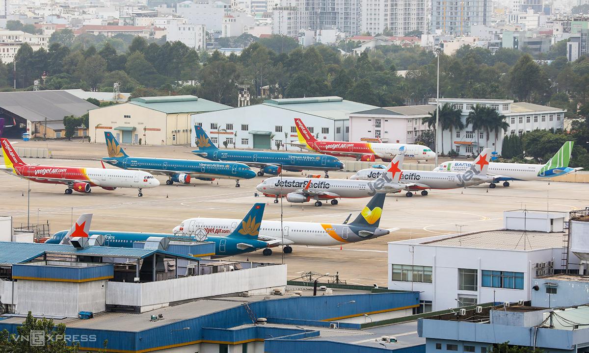 Máy bay của các hãng trong nước đắp chiếu tại Tân Sơn Nhất hồi tháng 4/2020. Ảnh:Quỳnh Trần