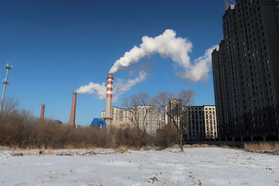 Một khu phức hợp cung cấp nhiệt sưởi bằng đốt than ở Cáp Nhĩ Tân, tỉnh Hắc Long Giang, Trung Quốc ngày 15/11/2019. Ảnh: Reuters