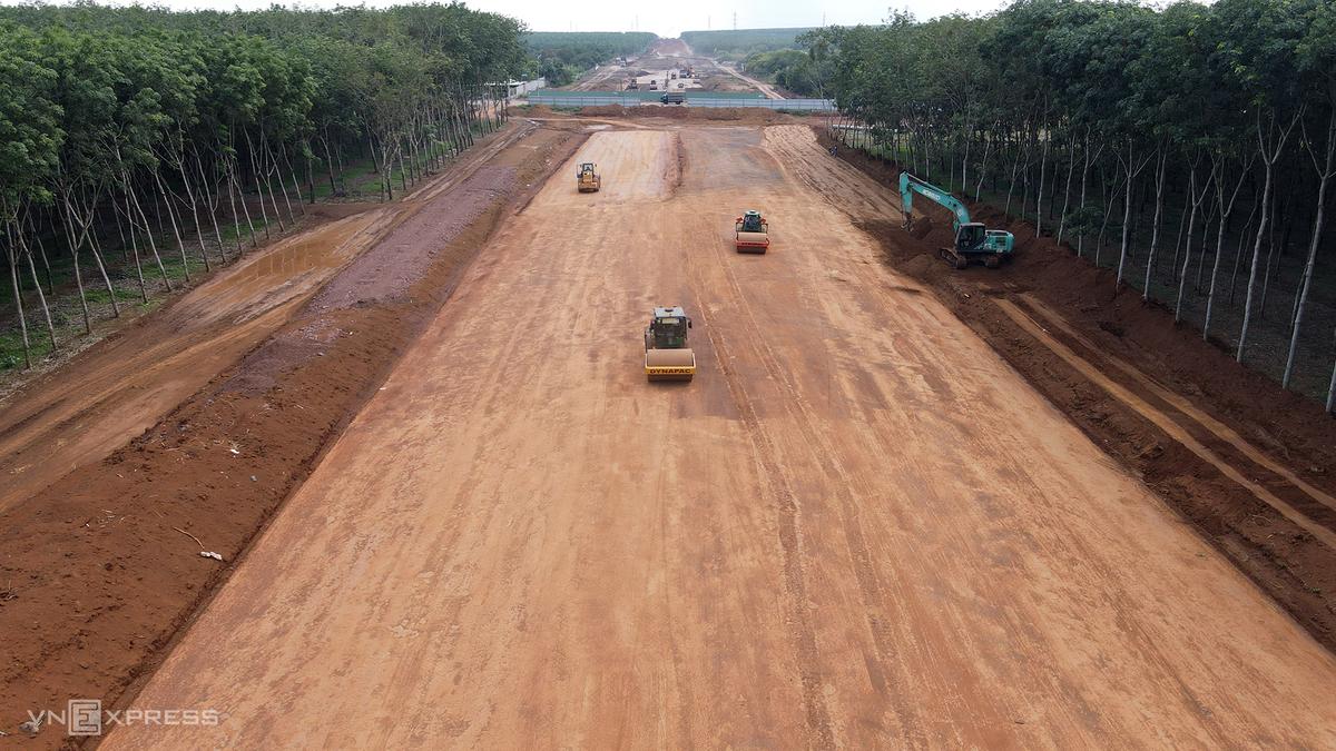 Cao tốc Dầu Giây - Phan Thiết là một trong những công trình quốc gia trọng điểm mang đến lợi ích cho thị xã La Gi. Ảnh: Phước Tuấn