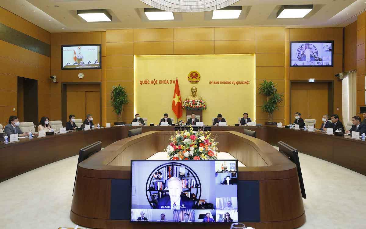 Chủ tịch Quốc hội Vương Đình Huệ làm việc trực tuyến với đại diện các doanh nghiệp Mỹ ngày 30/9. Ảnh: Hoàng Phong