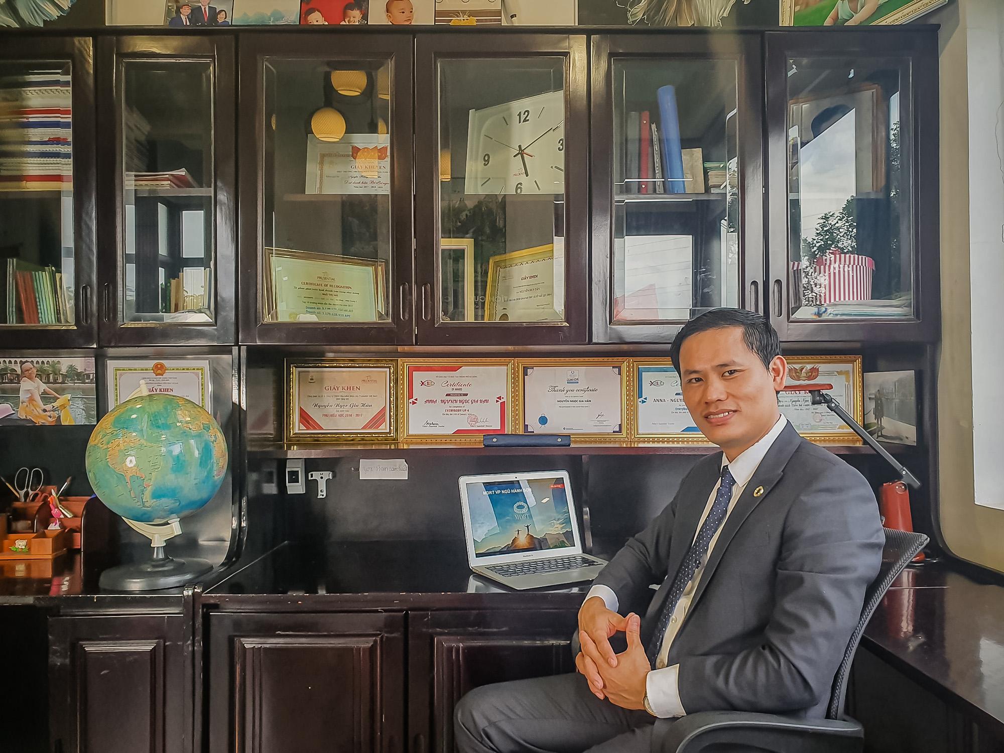 Anh Nguyễn Huy Tân cho rằng sự kỹ tính của khách hàng sẽ giúp tư vấn viên phát triển toàn diện hơn.