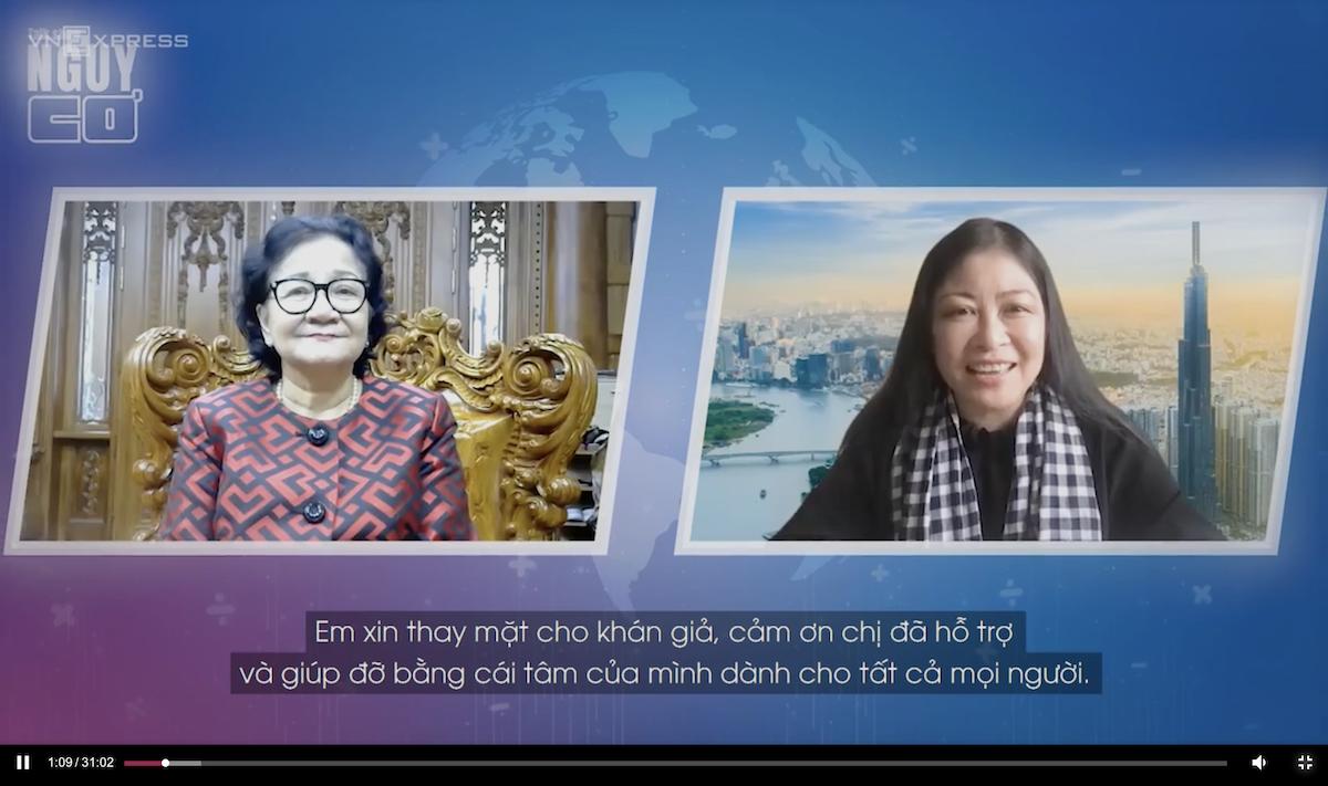 Bà Phạm Thị Huân (trái) và host Nguyễn Phi Vân trong talk Nguy - Cơ số 14 mùa 2