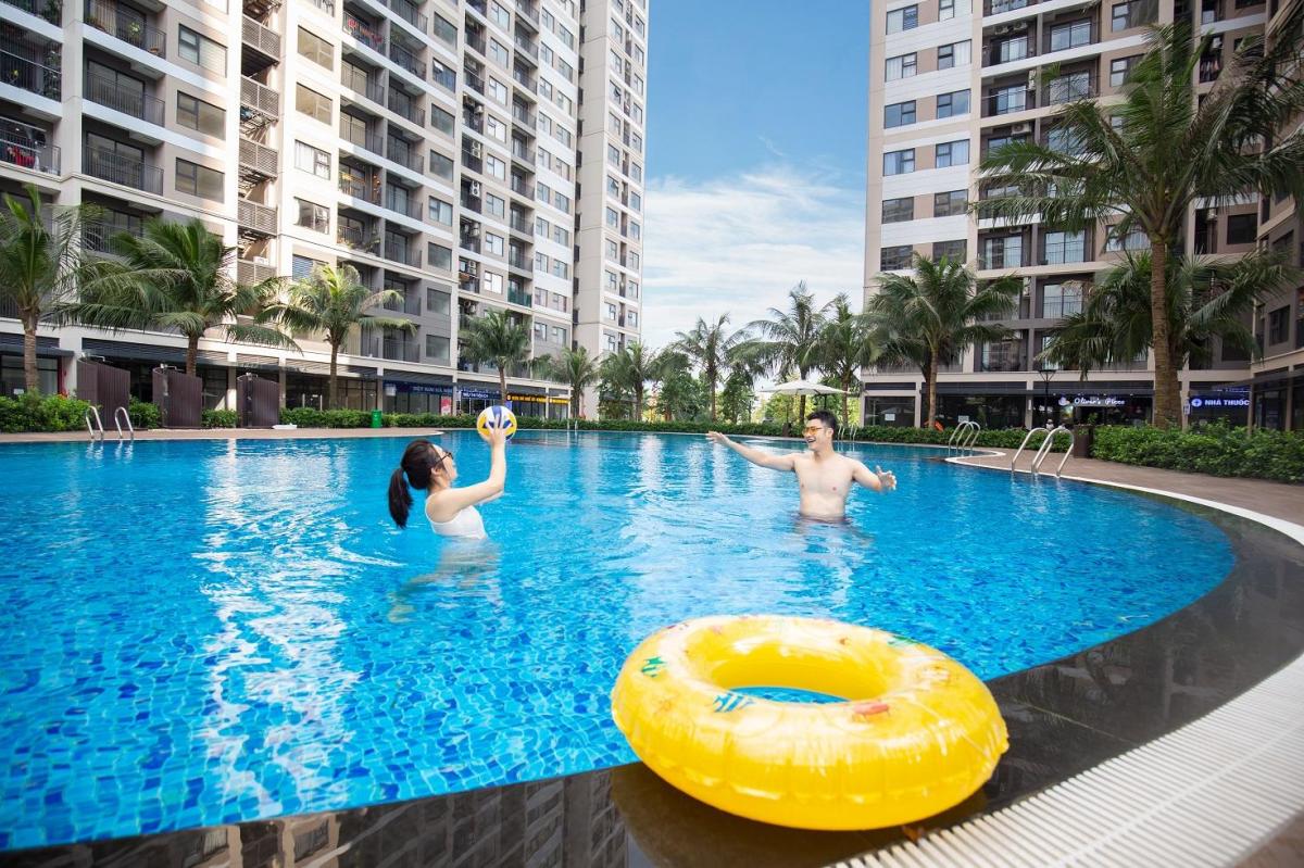 Bể bơi dưới chân tòa chung cư. Ảnh: Vinhomes Ocean Park
