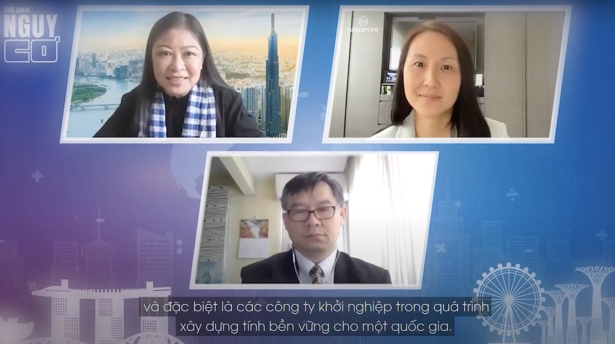 Host Nguyễn Phi Vân cùng hai vị khách mời: bà Jeannie Lim, Tổng Cục phó phụ trách Khối Chính sách và Kế hoạch thuộc Tổng Cục Du lịch Singapore và ông Lê Hữu Huy, Giám đốc điều hành Công ty tư vấn Vietnam Global Network tại Singapore. Ảnh: Talkshow Nguy Cơ