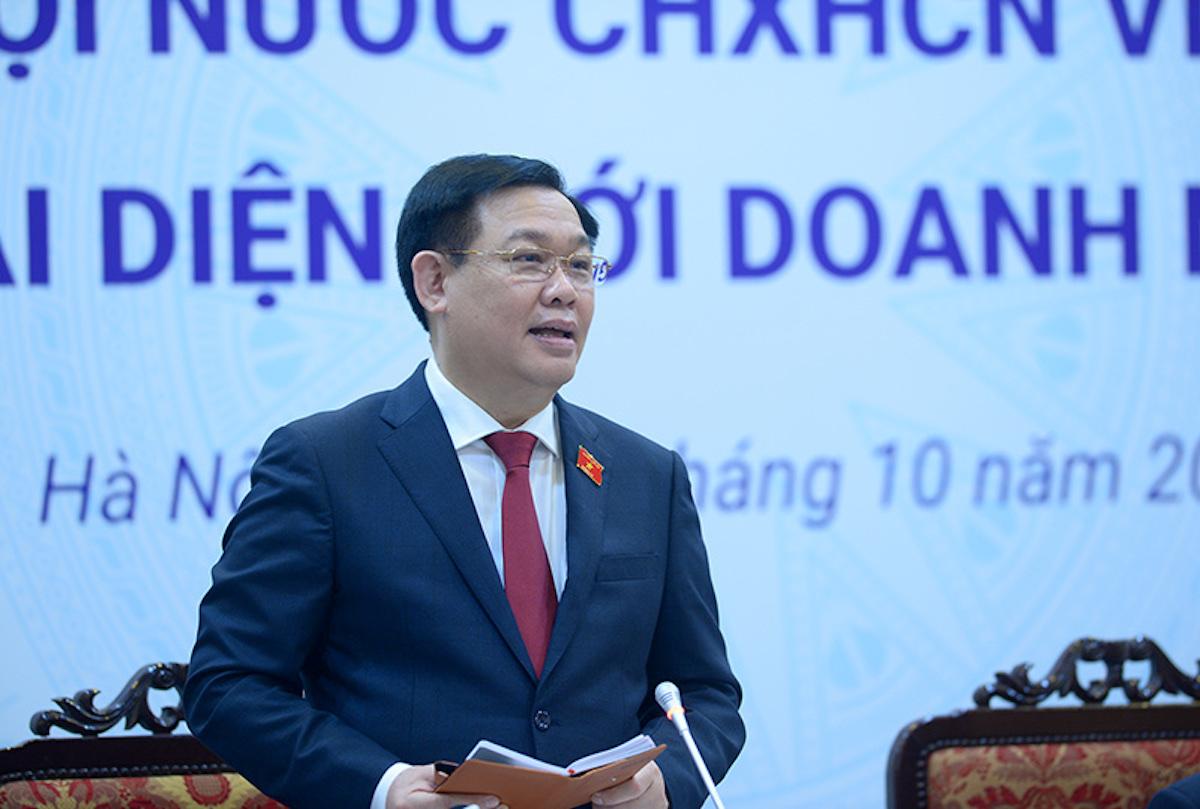 Chủ tịch Quốc hội Vương Đình Huệ chia sẻ tại cuộc gặp doanh nghiệp chiều 7/10. Ảnh: Minh Phạm