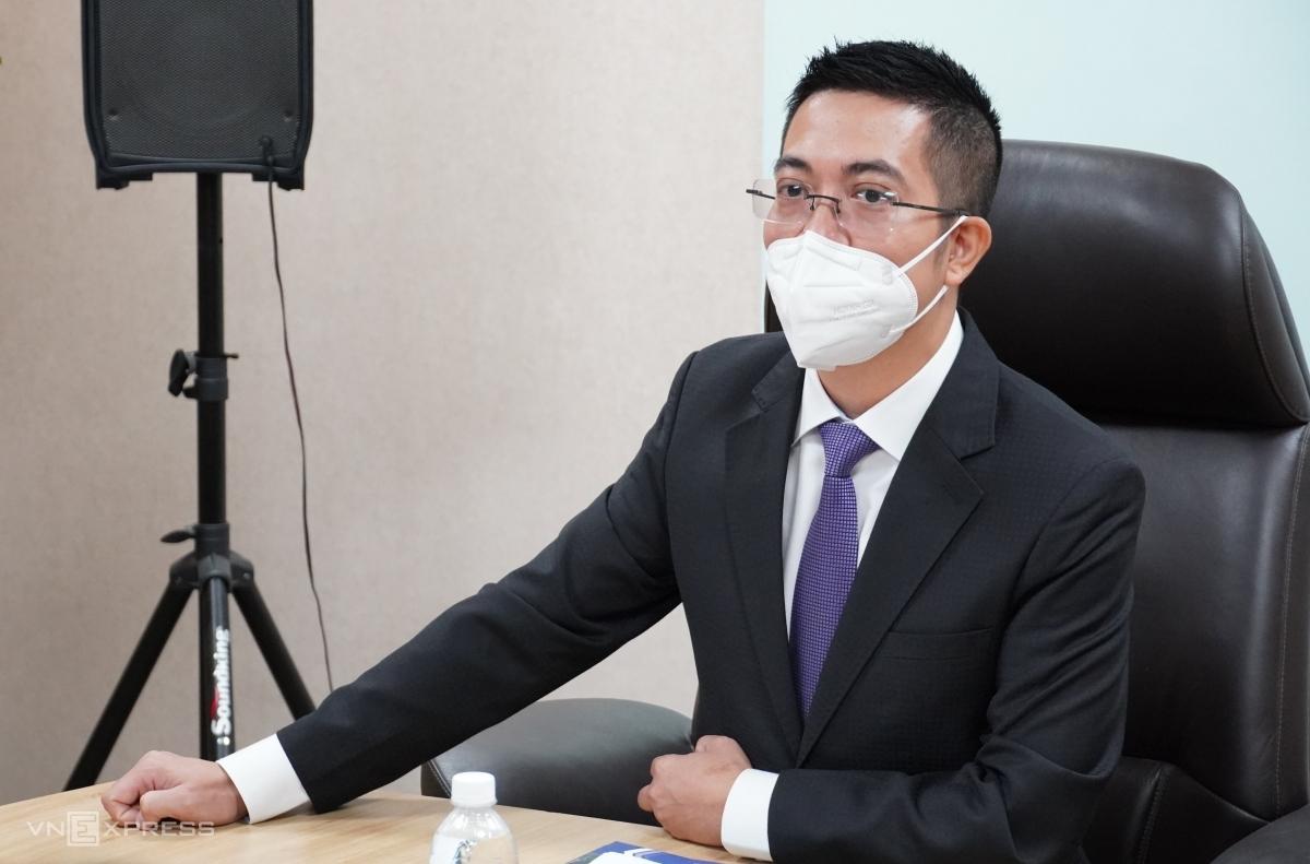 Ông Nguyễn Mai Long trong lể nhận chức Tổng giám đốc Louis Holdings sáng 11/10. Ảnh: Như Hằng.