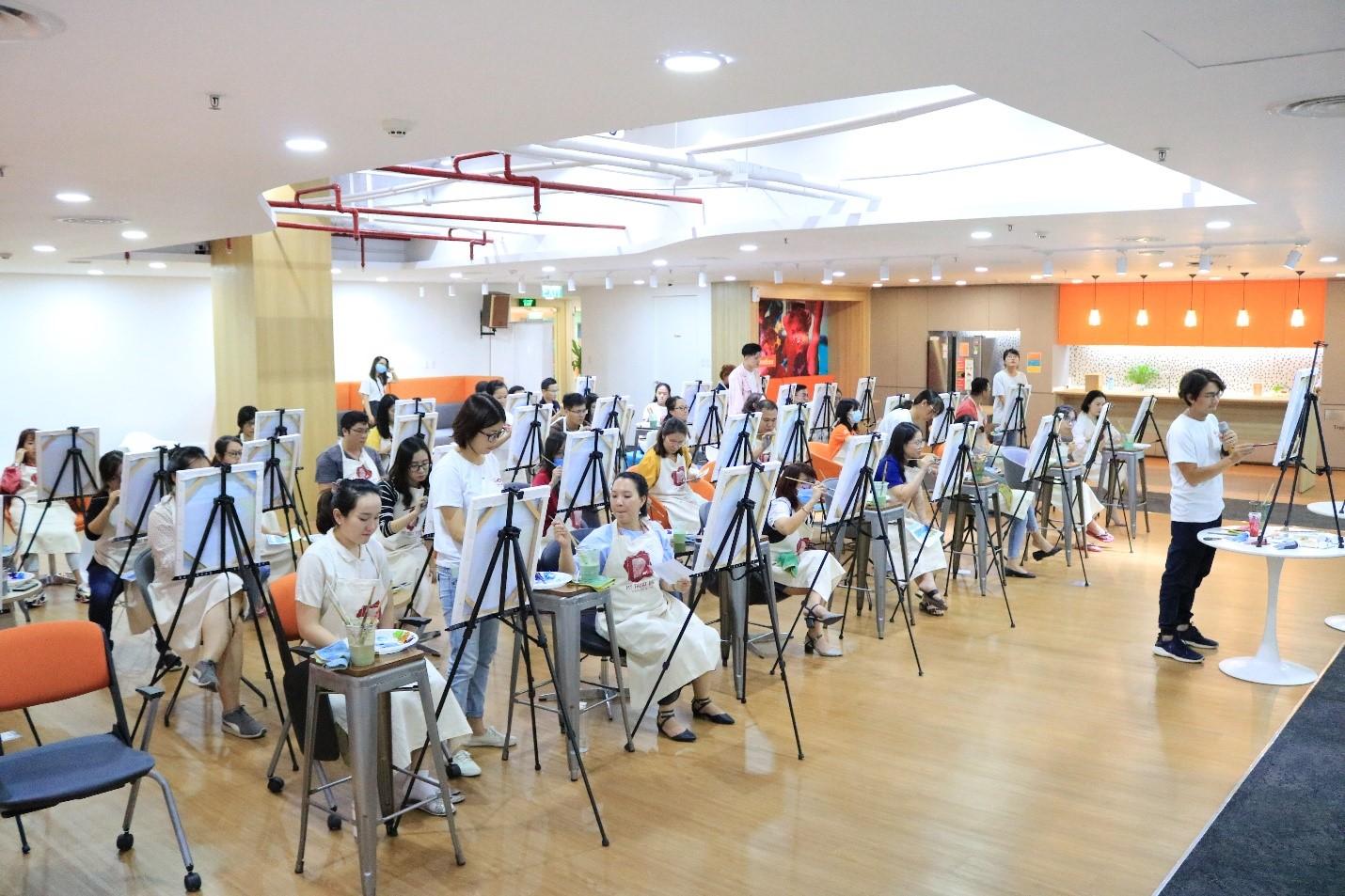 Nhân viên FWD Việt Nam được khuyến khích tham gia nhiều hoạt động thể chất và tinh thần để hòa hợp công việc và cuộc sống tốt hơn.