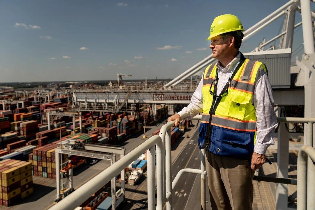 Ông Griff Lynch, CEO Cơ quan quản lý cảng Georgia tại cảng Savannah. Ảnh: NYT
