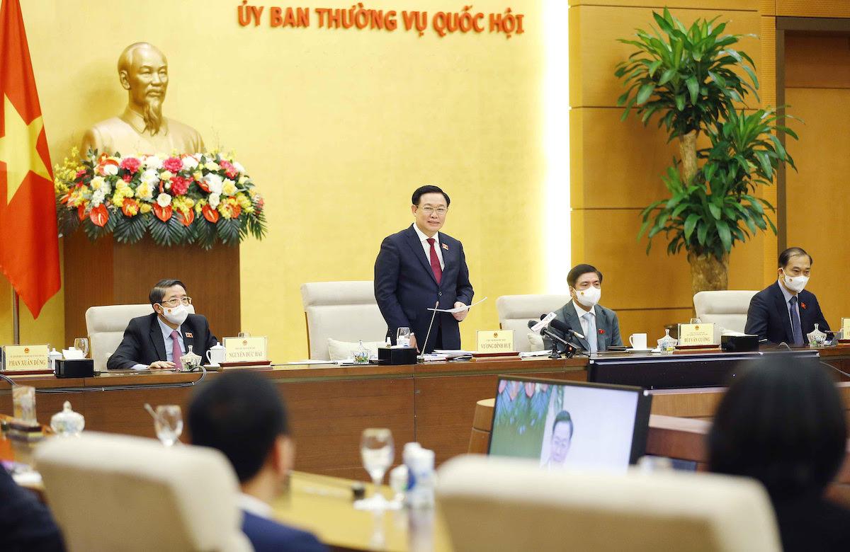Chủ tịch Quốc hội Vương Đình Huệ gặp đại diện đoàn doanh nghiệp của Diễn đàn các nhà lãnh đạo Việt Nam, chiều tối 12/10. Ảnh: Hoàng Phong