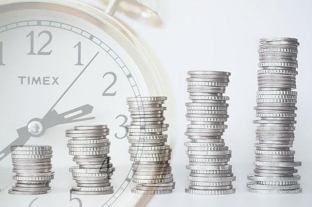 Thu nhập thụ động mang lại cả lợi ích và rủi roc ho nhà đầu tư. Ảnh: The Cornwall Seeker.