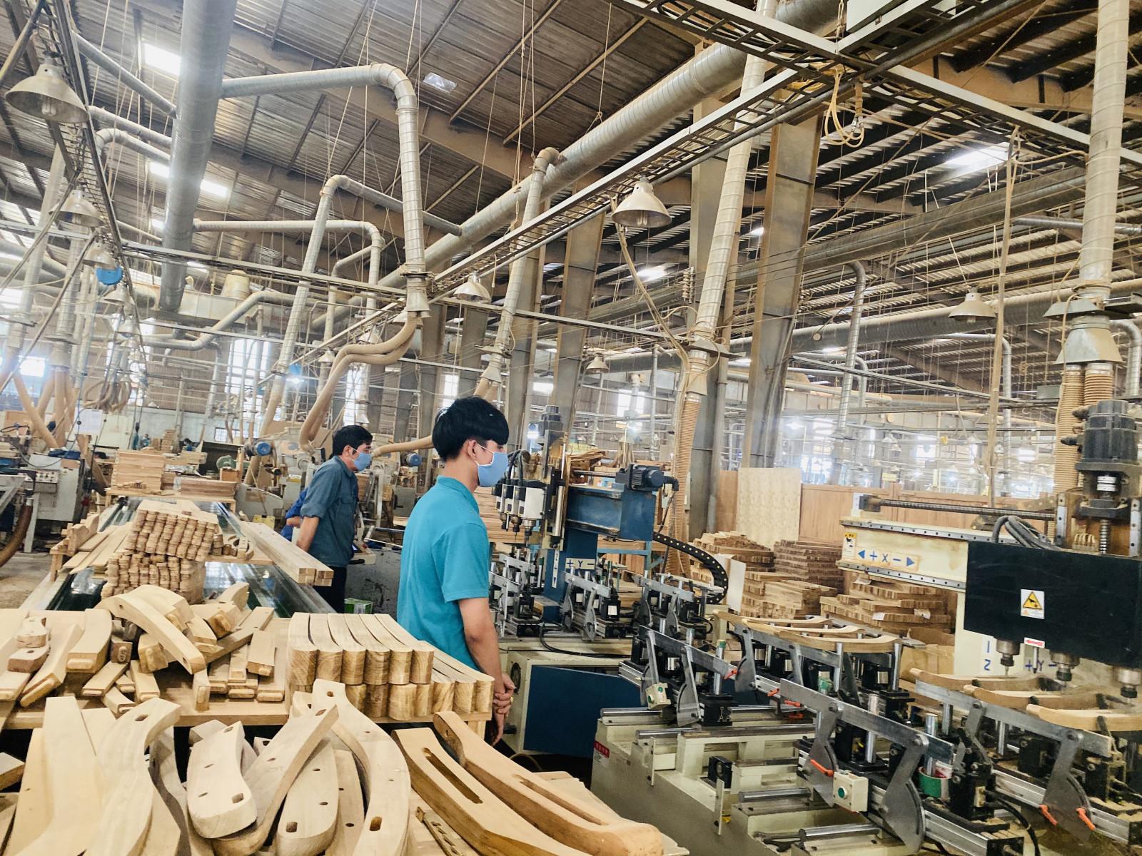 Sản xuất tại doanh nghiệp trong hiệp hội gỗ Bình Dương BIFA.
