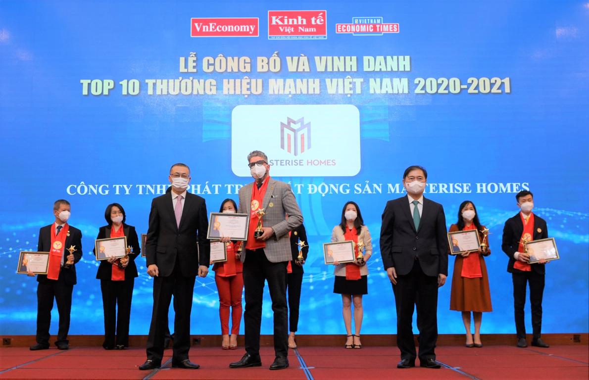 Đại diện Masterise Homes tại Lễ công bố và vinh danh Thương hiệu Mạnh Việt Nam 2021. Ảnh: Masterise Homes