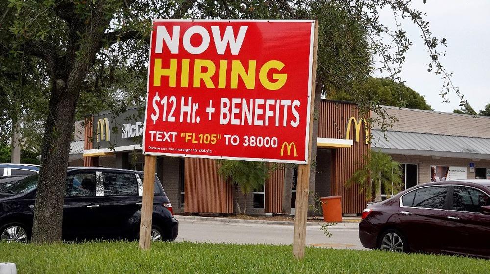 Một bảng quảng cáo tuyển dụng tại Miami, Florida ngày 8/10. Ảnh: AFP