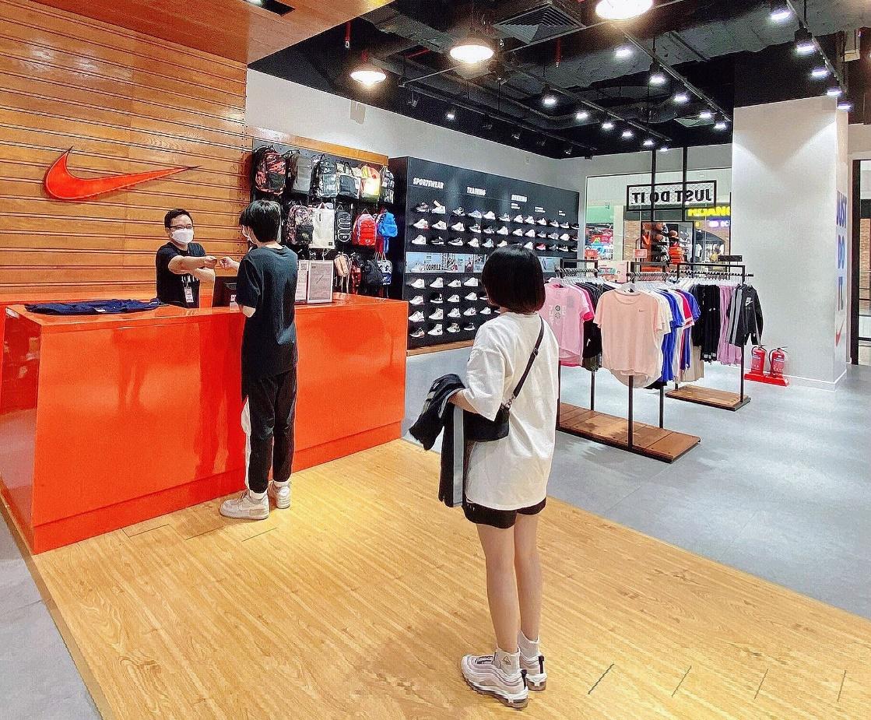 Bảo đảm trải nghiệm mua sắm an toàn cho khách là ưu tiên hàng đầu.