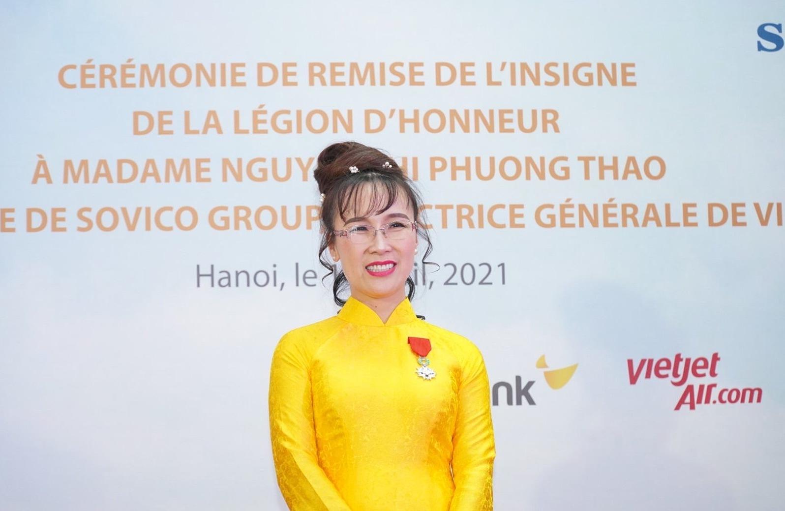 Bà Nguyễn Thị Phương Thảo nhận Huân chương Bắc đẩu bội tinh của Cộng hoà Pháp.