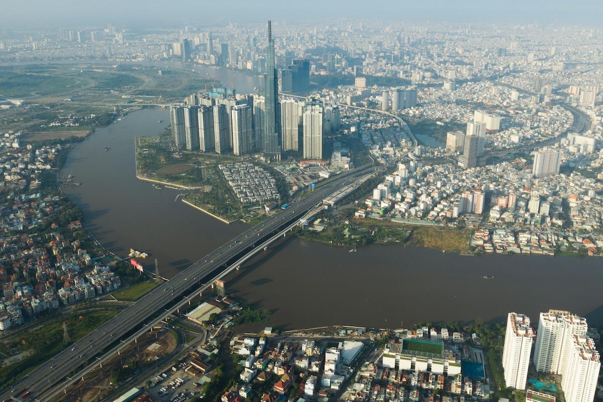 Tuyến metro số 1 dài gần 20 km, đi qua các quận 1, 2, 9, Bình Thạnh, thành phố Thủ Đức (TP HCM) và thành phố Dĩ An (Bình Dương). Ảnh: Hữu Khoa