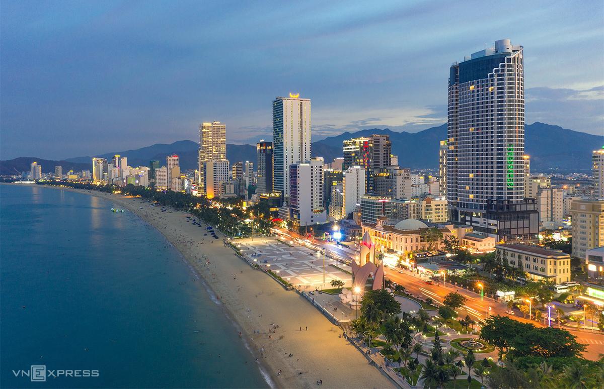 Thị trường bất động sản nghỉ dưỡng biển dọc theo đường Trần Phú, Nha Trang. Ảnh: Vương Mạnh Cường