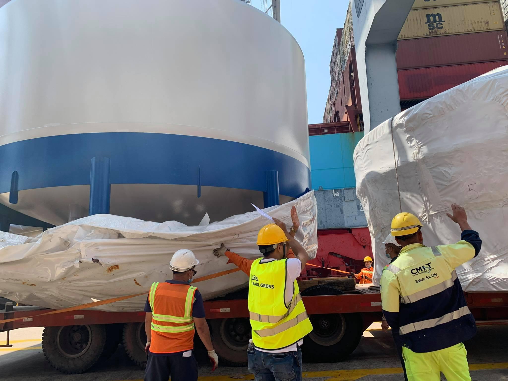 Một kiện hàng được nhập về cảng CMIT, thuộc cụm cảng Cái Mép - Thị Vải vào tháng 3. Ảnh: Karl Gross.